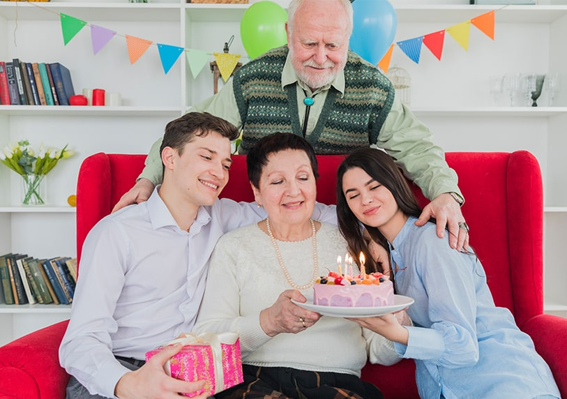 подарък за жена на 70 и 80
