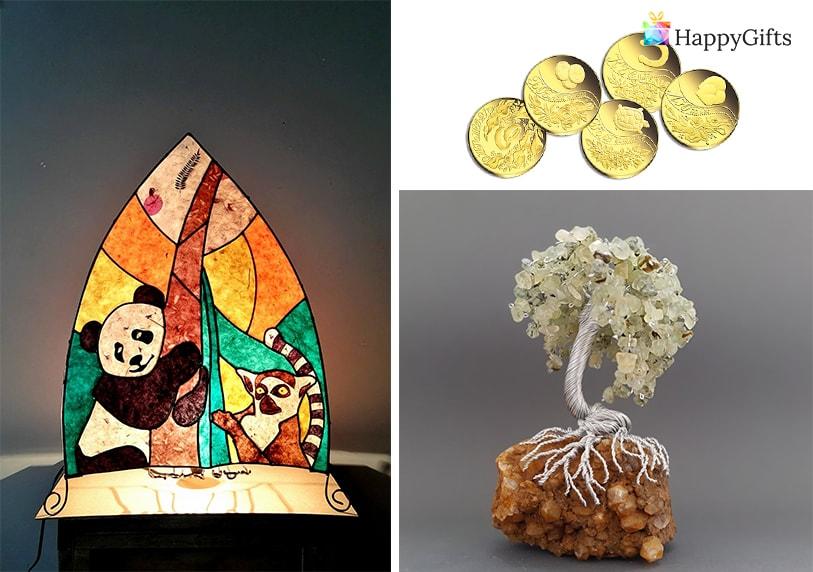 Оригинален подарък от кумове за младоженци златна монета статуетка дърво
