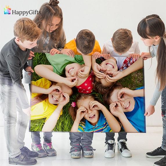 символичен подарък за жена за 8-ми март колаж от снимки на дете